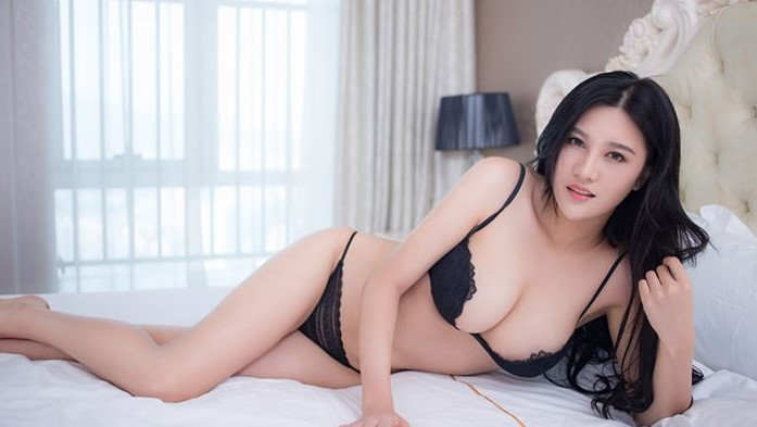 half naked korean masseuse on bed for a body to body massage in tower bridge london