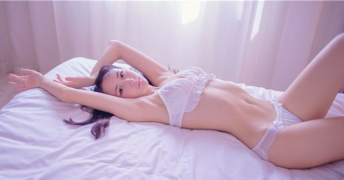 jenny the japanese masseuse on her bed in bond street for incall erotic massage