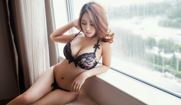 sexy asian masseuse in lingerie in marylebone for nuru massage London outcall